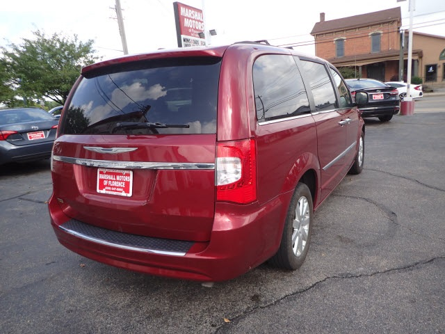 Pre-Owned 2015 Chrysler Town & Country Touring